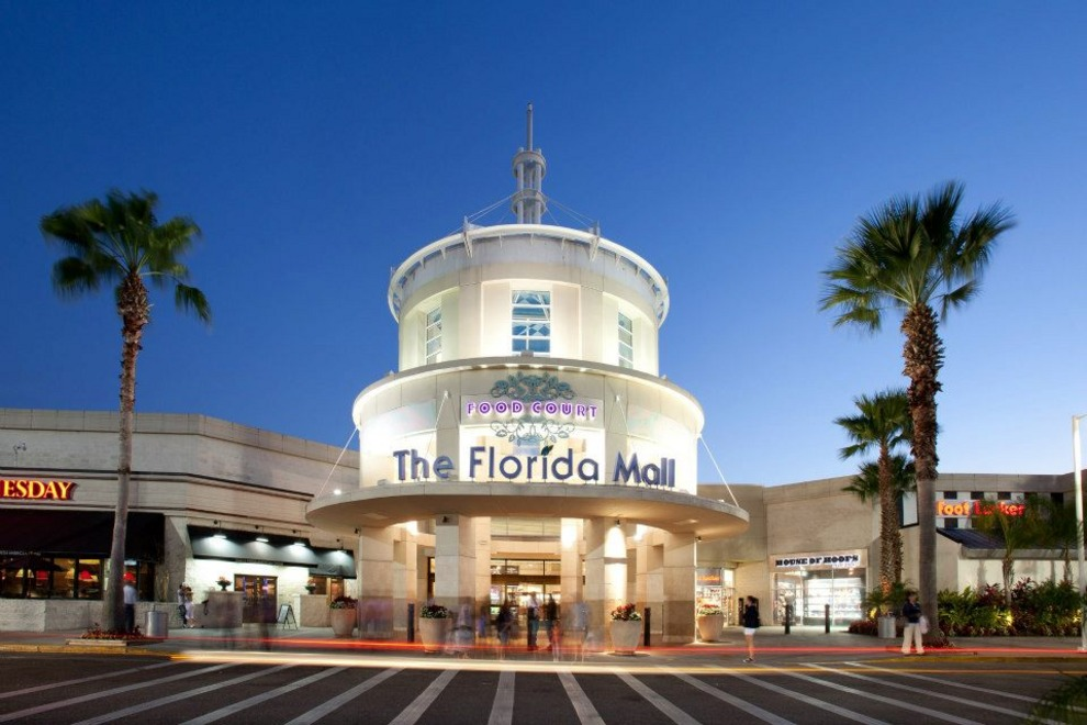 Malls in Orlando The Mall at Millenia Pointe Orlando is an outdoor venue with a wide range of retail, dining and entertainment options. After you're done shopping iconic brands like Tommy Hilfiger, Hollister and Victoria's Secret, choose from more than 20 high-end and value-priced eateries.